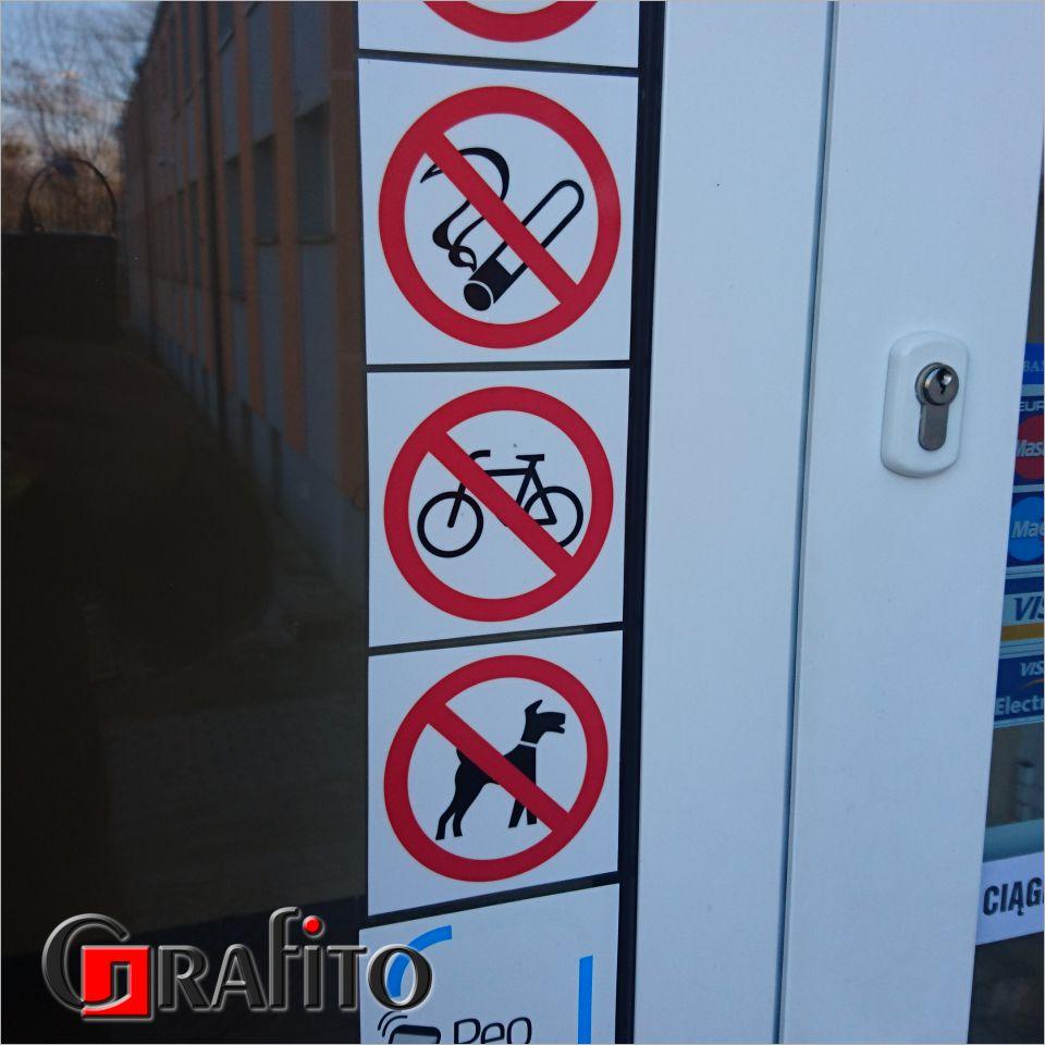 Nalepka informacyjna na drzwiach