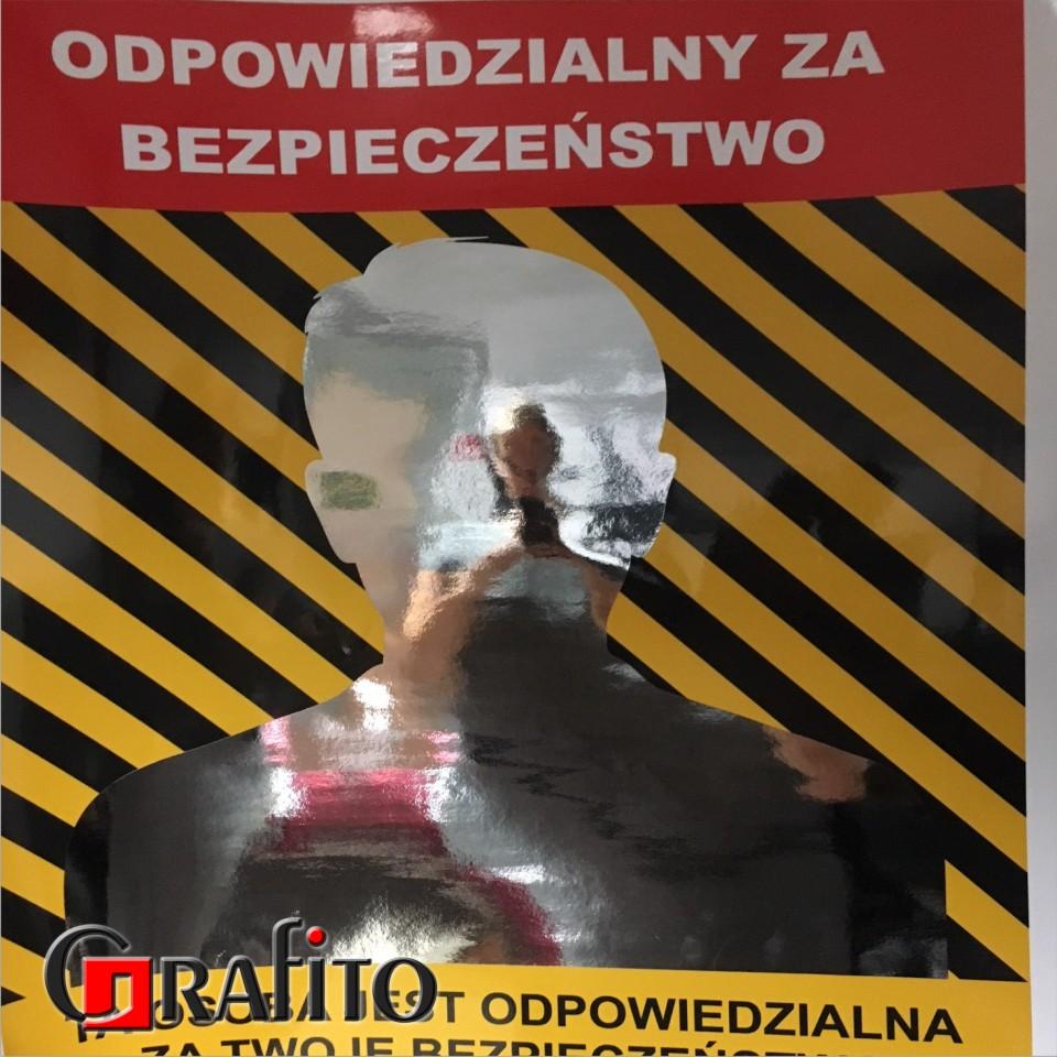 plakaty z naklejonym elementem lustrzanym.